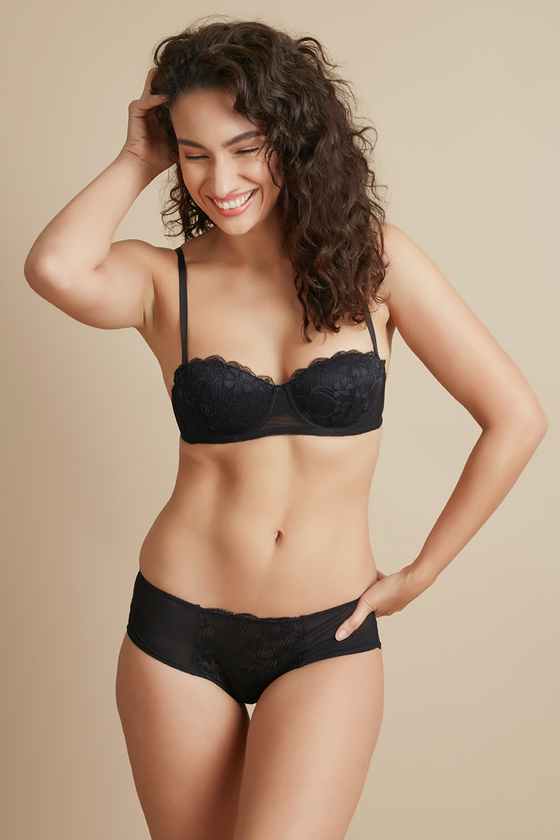 272c9831ae Buy Zivame Luxe Lace Strapless Bra with Hipster Panty- Black at Rs.1690  online