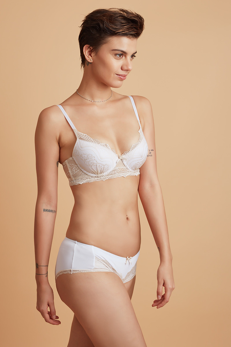 a1025f8371 Buy Zivame Pretty Lace Wired Bra With Hipster Panty- Beige at Rs.1790 online