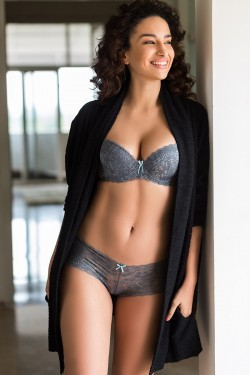 Buy Zivame All That Lace Gentle Pushup Bra With Sheer Cheeky Panty- Grey at  Rs.1490 online  41b00cbdd