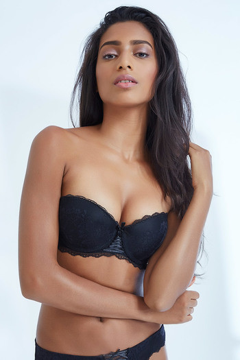 c5eb151916577 Buy Zivame All That Lace Moderate Push Up Strapless Bra-Black at Rs.697  online