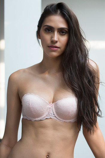 651ca45f61301 Buy Zivame All That Lace Moderate Push Up Strapless Bra-Pink at Rs.697  online