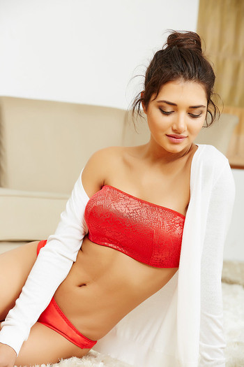 b214b774c5 Buy Zivame Jacquard Lace Front Padded Strapless Camisole Bra- Red (A-D) at  Rs.697 online