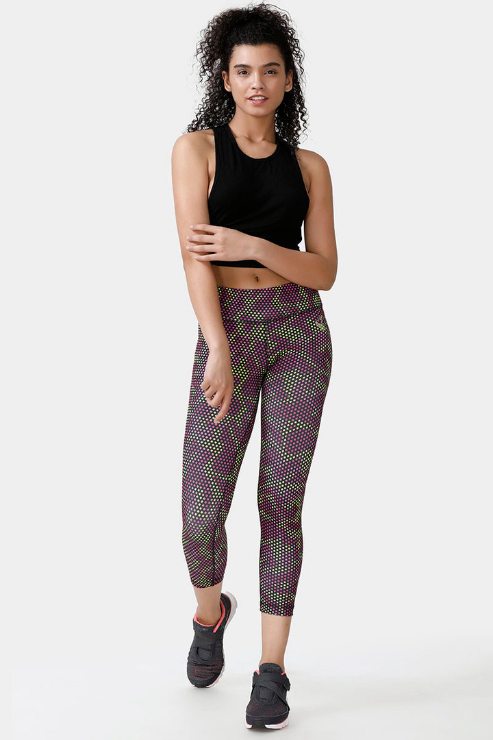 it comes with a plank band that provides great support at the abdomen. It has a rhombus shaped gusset