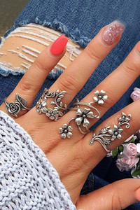 Buy Yellow Chimes  Combo of 4 Pcs/Set Boho Vintage Leaves and Rose Flower Shaped Oxidized Silver Plated Rings  - Silver