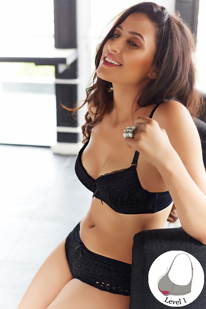 6a3fc42e3c56b Buy Zivame Summer Lace Youthful Lift Black Bra With Low Rise Hipster ...