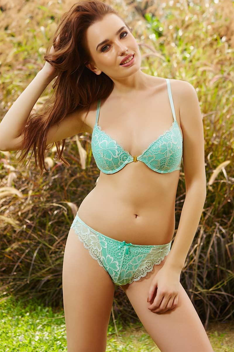 2a778f2cc27ef Buy Zivame Summer Lace Beautiful Back Front Open Bra With Low Rise Bikini  Panty-Green at Rs.1640 online