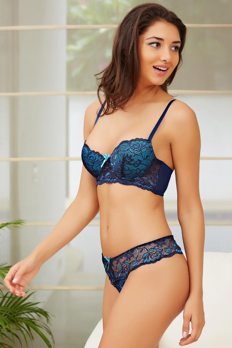 Buy Zivame Lace Kissed Padded Underwired Bra and Low Rise Thong ... 661b2555c