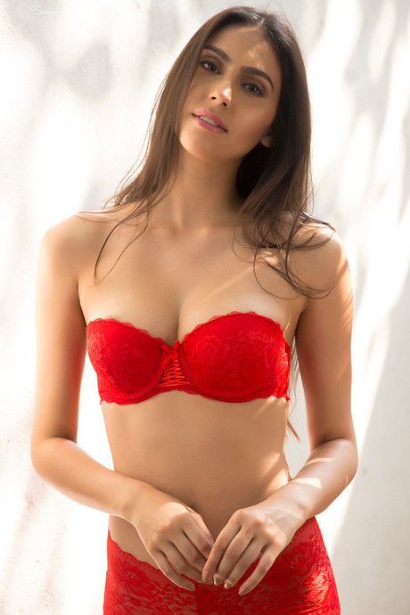 8752833e26f3a Buy Zivame All That Lace Moderate Push Up Strapless Bra-Red at Rs ...