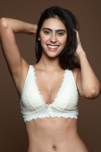 model image of Zivame Pretty Back Front Open Bralette with Removable Padding- Ivory